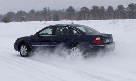 Пять советов о том, как управлять автомобилем на скользкой дороге