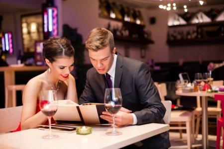 Книги можно читать и в ресторане